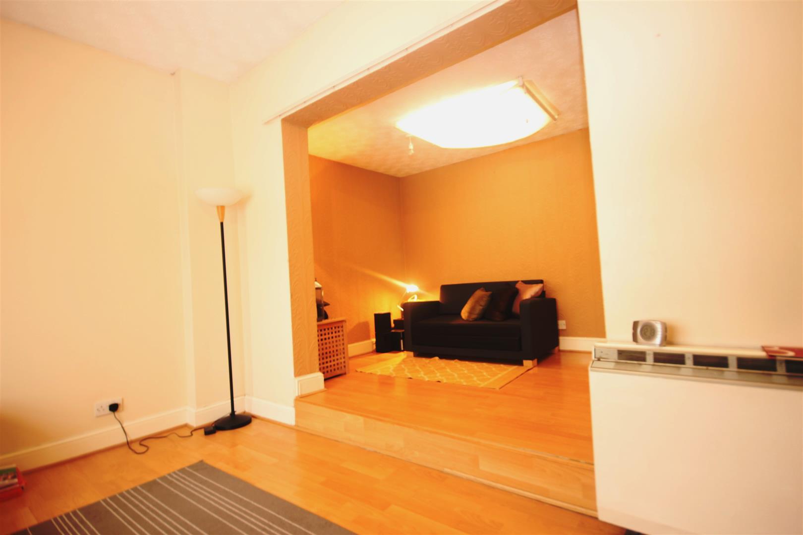 1 Bedroom House for sale in Buckingham Road, London